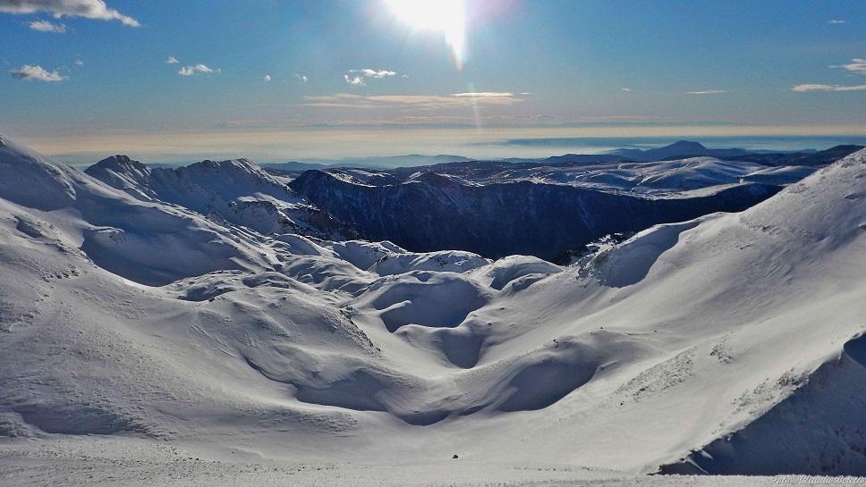 Campi infiniti di neve dalla cima del Cherlong
