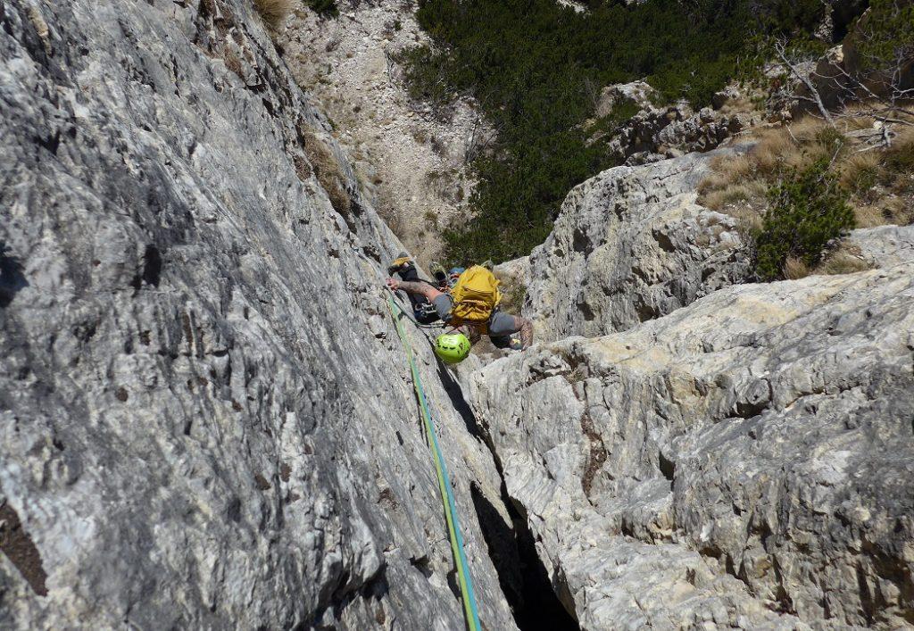 Alpinisti durante la salita
