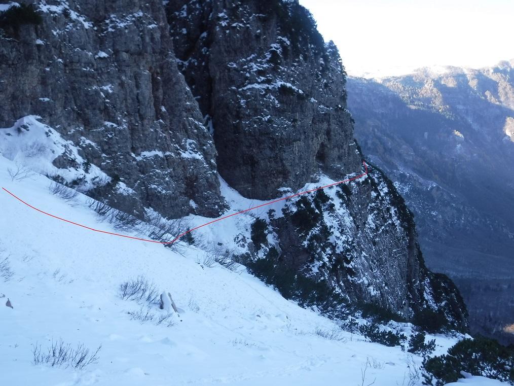 Ultimo tratto sentiero attrezzato Pojesi primadel canalone nevoso